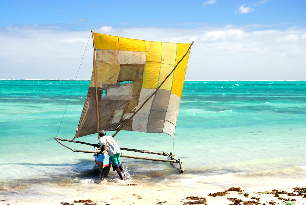 Pêcheur dans le lagon du Canal du Mozambique