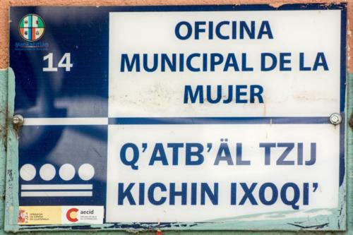 Office municipal de la femme en espagnol et en langue maya