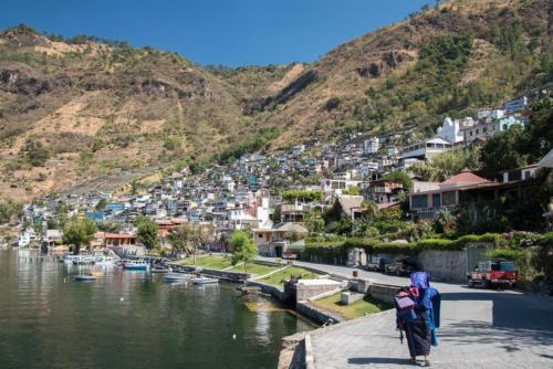 Le port et le village de San Antonio Palopo