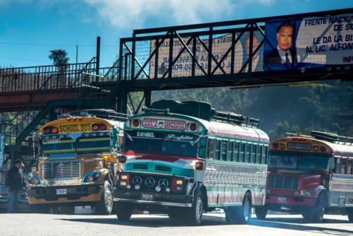 Les bus convergent vers le marché de Chichicastenango