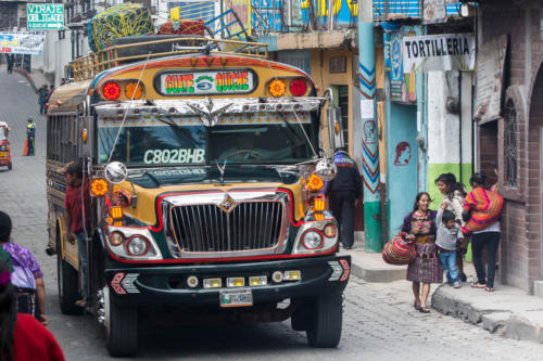 Bus dans les rues de Chichicatenango