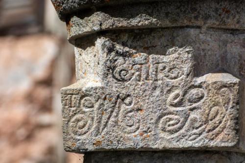 Mercantour, Saint-Dalmas-le-Selvage, pierre gravée sur une maison
