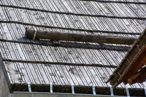 Mercantour, Saint-Dalmas-le-Selvage, toits traditionnels en mélèze