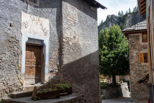 Mercantour, Saint-Dalmas-le-Selvage, rue du village