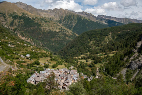 Mercantour, Saint-Dalmas-le-Selvage,  vue plongeante sur le village